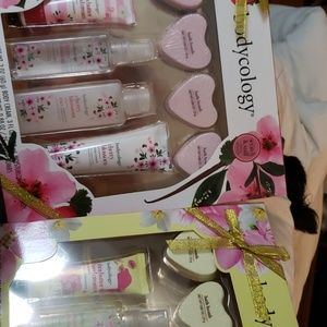 Other - 2 SETS OF BODYCOLOGY  BATH SETS